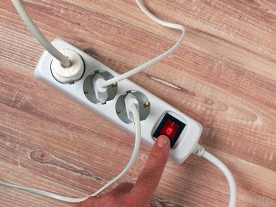 Die Stromstärke sollte beim Betrieb von einem Steckeradapter berücksichtigt werden.